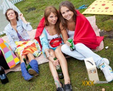 Домашняя оргия с пьяными девушками